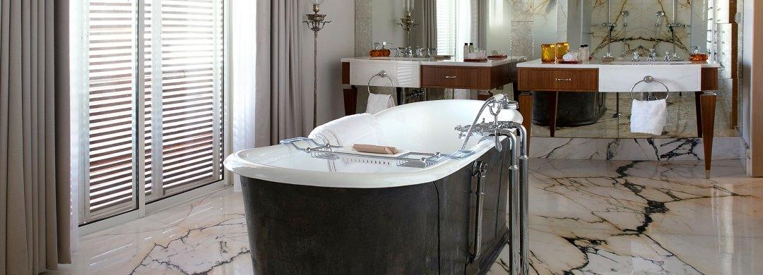 אמבטיה בחדר מלון